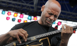 Kevin Eubanks Playing Guitar