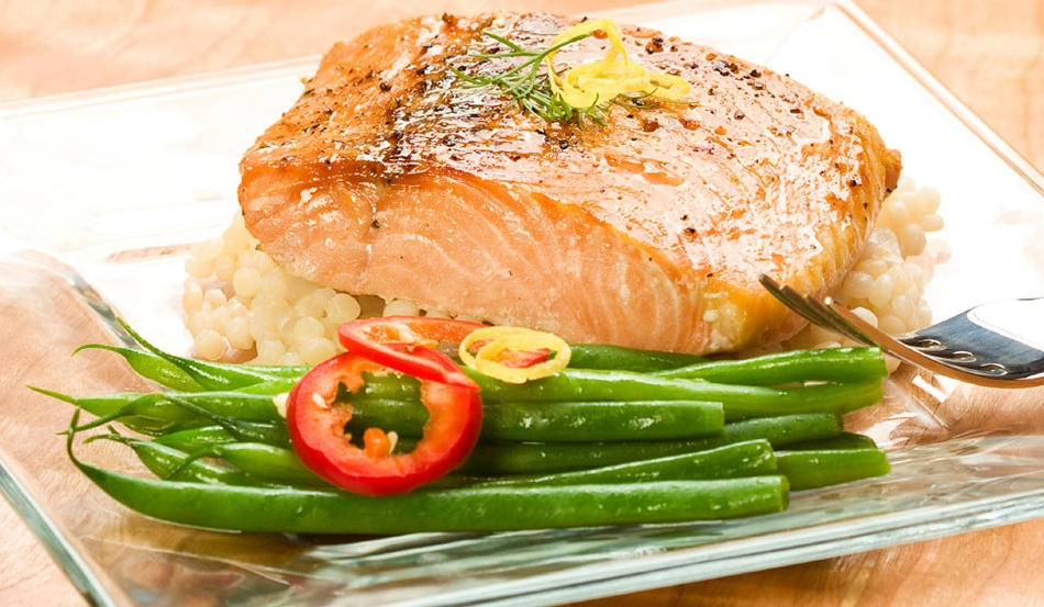 cooked salmon and green beans on a plate