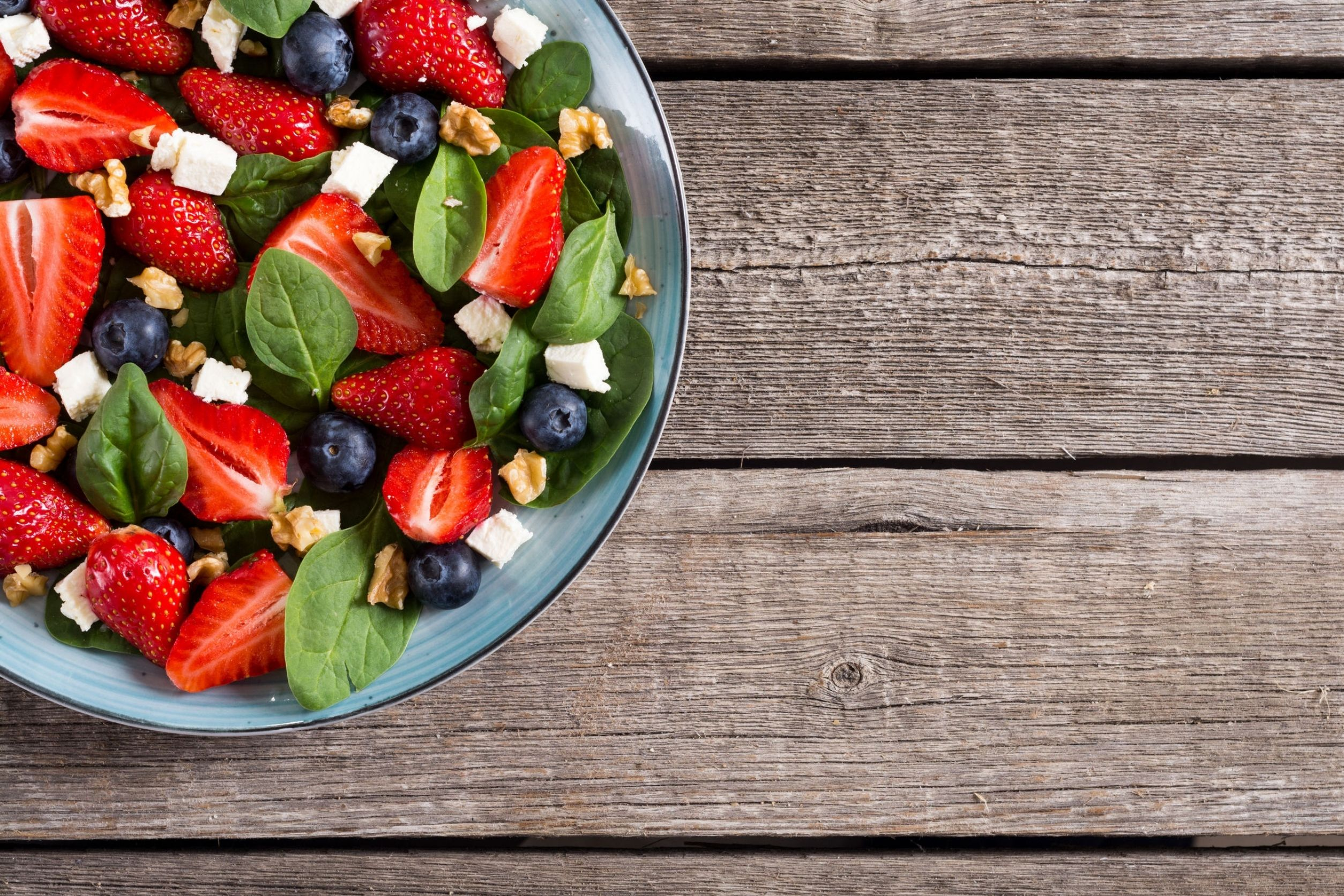 Berries and spinach salad is an excellent example of foods that help with anxiety
